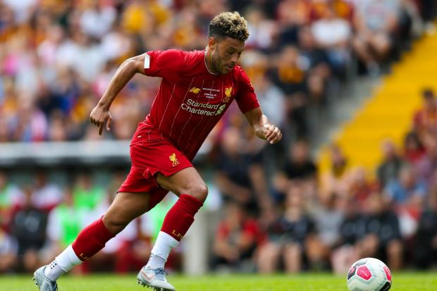 Liverpool midfielder Alex Oxlade-Chamberlain has signed a contract extension