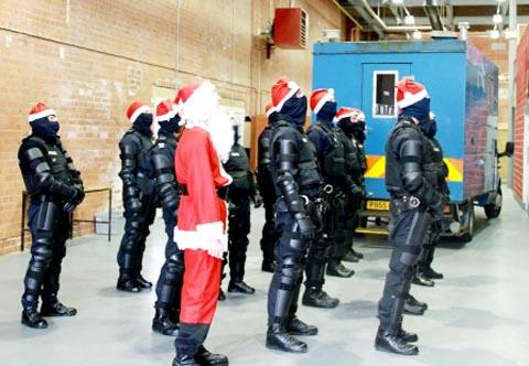 Lancaster And Morecambe Citizen: VIDEO: Lancashire Police have fun in Christmas anti-crime video