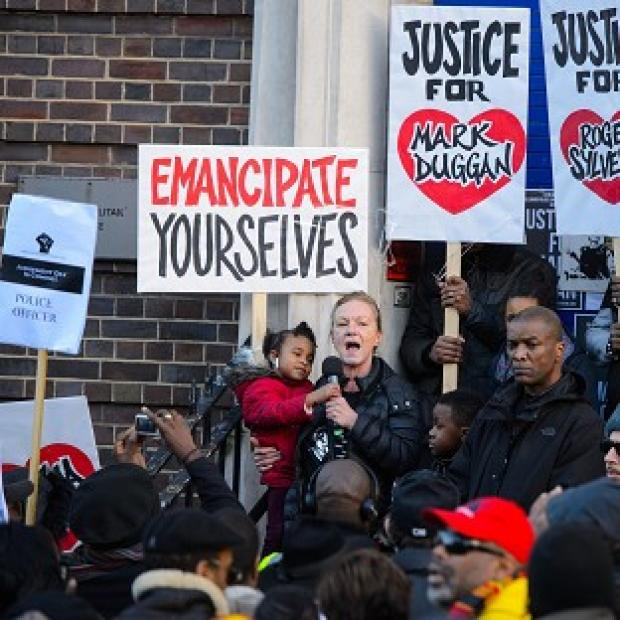 Lancaster And Morecambe Citizen: Carol Duggan, aunt of Mark Duggan, speaks at a vigil in his memory outside Tottenham police station in north London