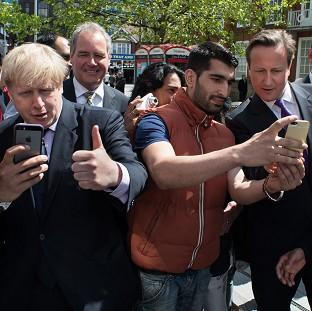 Lancaster And Morecambe Citizen: Mayor of London Boris Johnson and Prime Minister David Cameron posing for selfies while campaigning