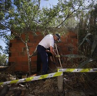 Lancaster And Morecambe Citizen: British police officers search the ground using sticks inside a cordoned-off area in Praia da Luz, Portugal