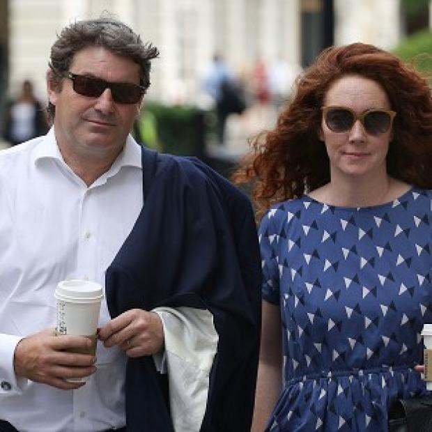 Lancaster And Morecambe Citizen: Charlie and Rebekah Brooks outside the Old Bailey in central London as the jury considers verdicts in the phone hacking trial.
