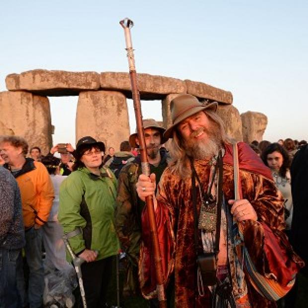 Lancaster And Morecambe Citizen: Crowds gather at dawn amongst the stones at Stonehenge in Wiltshire for the Summer Solstice.
