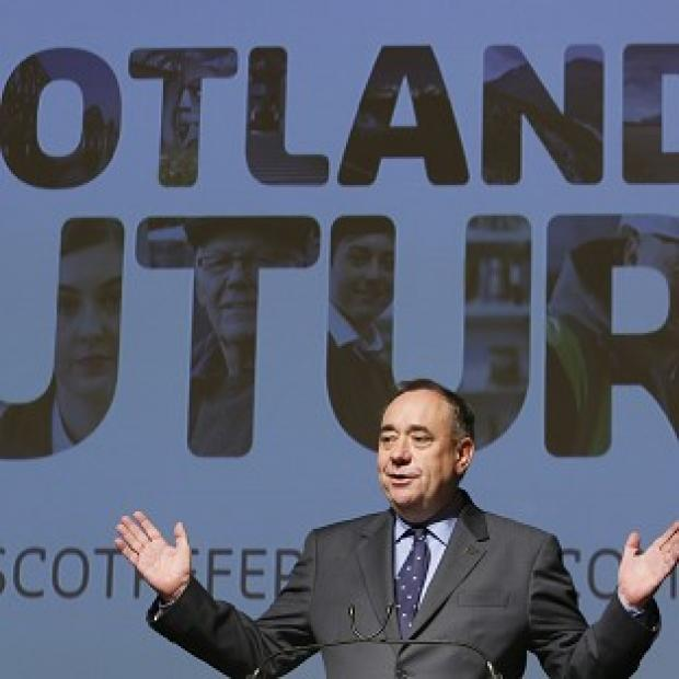 Lancaster And Morecambe Citizen: First Minister Alex Salmond accused David Cameron of 'playing roulette' over Scotland's future