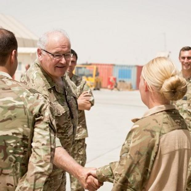 Lancaster And Morecambe Citizen: General Sir Peter Wall meets servicemen and women who operate the Medical Emergency Response Team in Camp Bastion