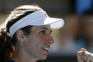 Konta hails support of family and coaches after booking fourth round spot